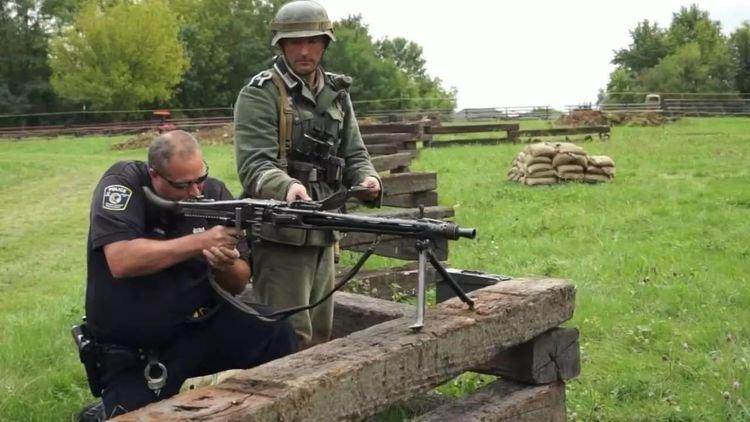 二战德国的MG42机枪,真有德粉说的那么强吗,它的缺点是什么?