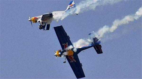 两架飞机在欧洲上空相撞,7名人员全部遇难,给各国敲响警钟