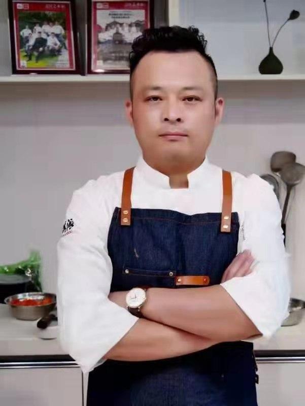安徽名厨刘兴保荣获中国烹饪大师