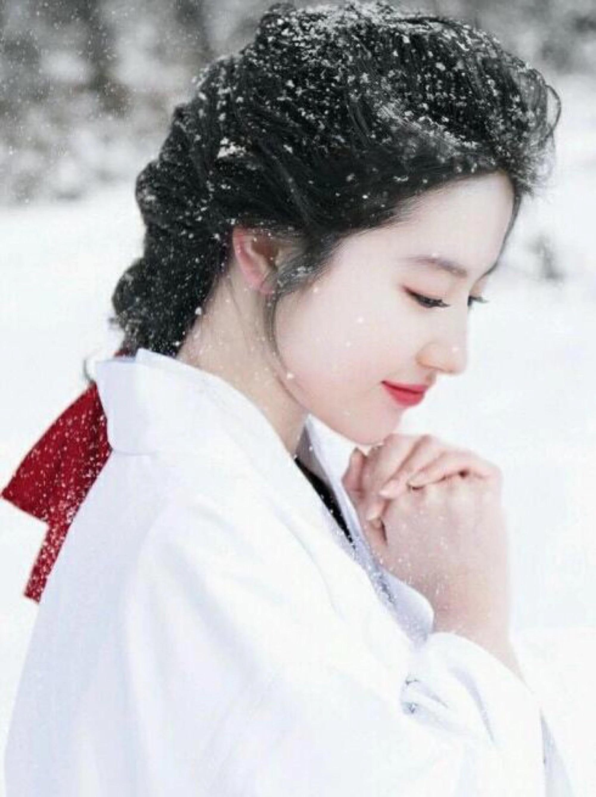 两大女神李沁和刘亦菲同框,感觉这次神仙姐姐颜值被艳压了