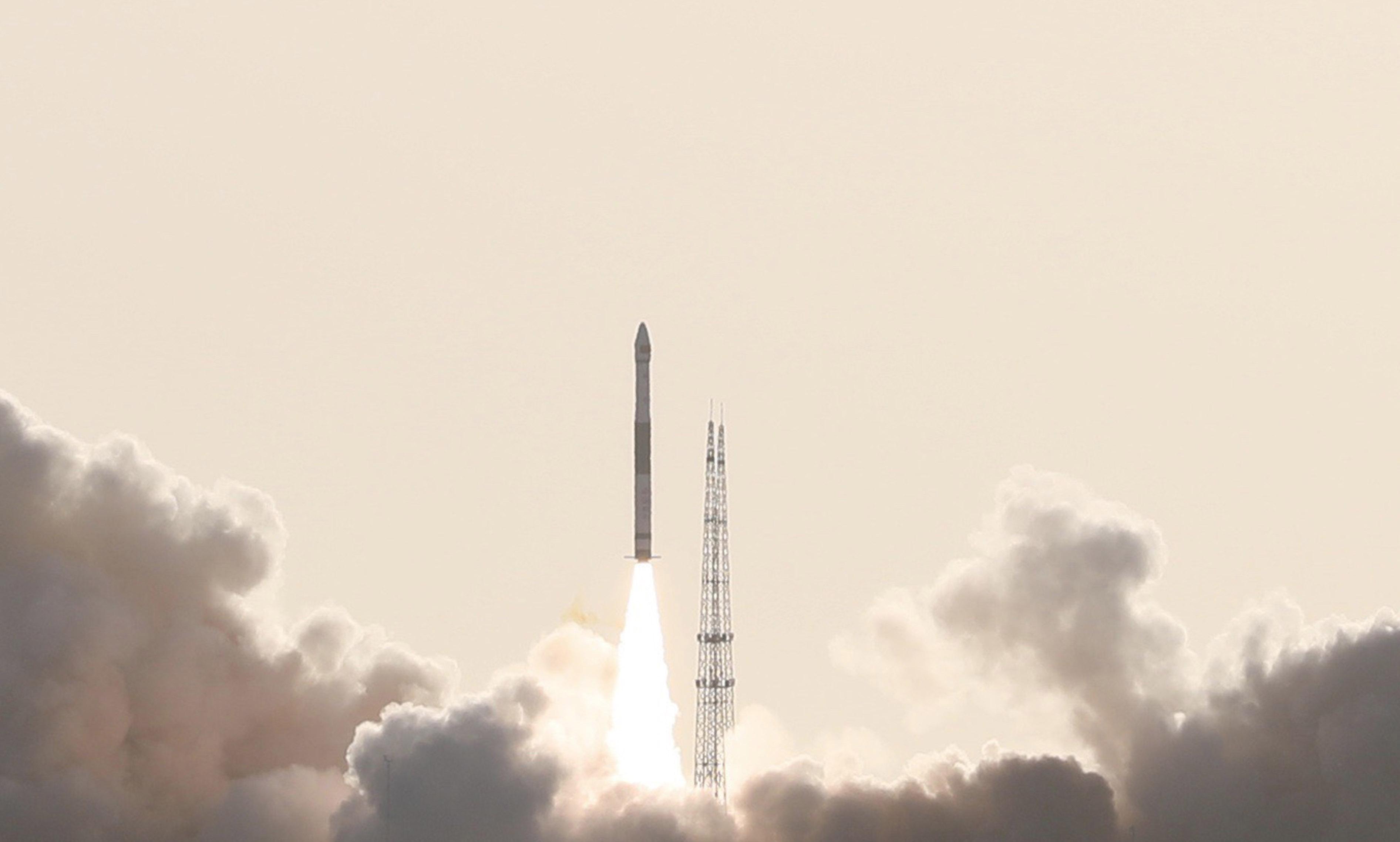 """快舟一号甲运载火箭""""一箭双星""""发射成功"""