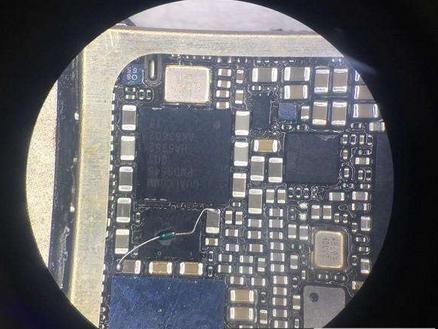 装回基带电源,对比电路图,在c3211上借一个pp1v8_sdram,经过一个2.