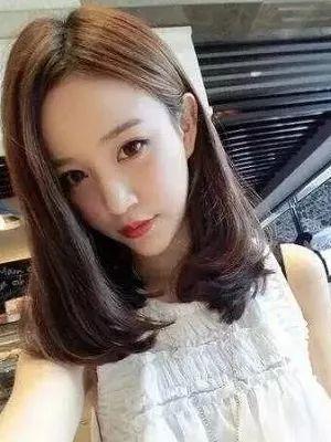 2019最流行中短发发型图片 女生时尚减龄发型