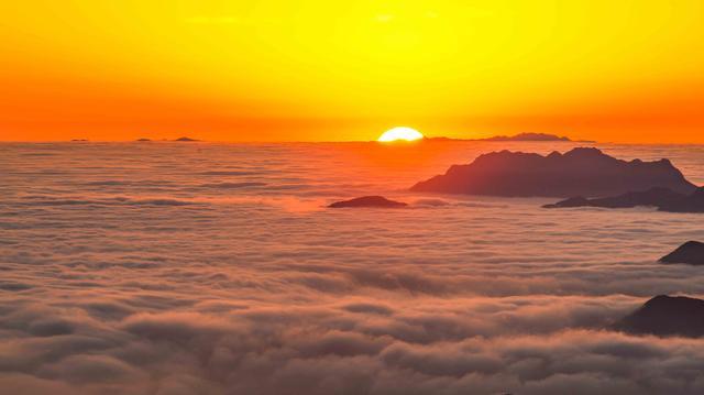 广东这座山比丹霞山还美,四季的云海美成仙境,超适合周末游!
