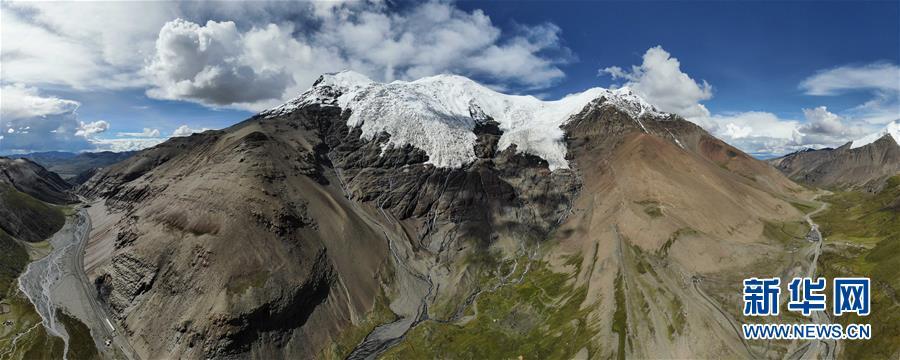公路边的卡若拉冰川
