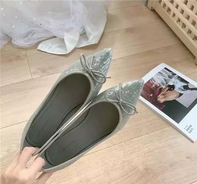 女生的衣橱里,有哪些尖头平底鞋好看时尚呢?
