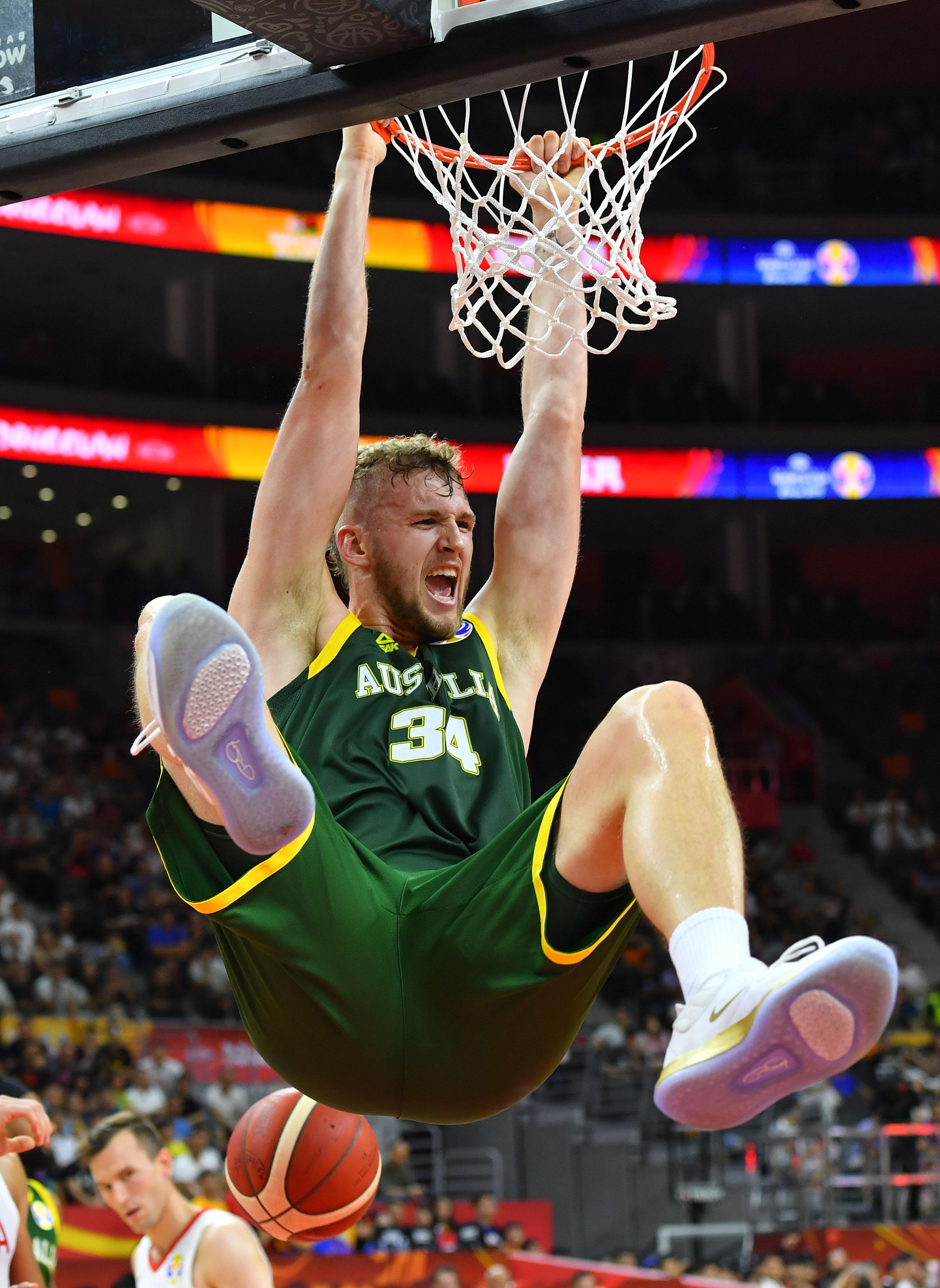 篮球——小组赛:澳大利亚队胜加拿大队