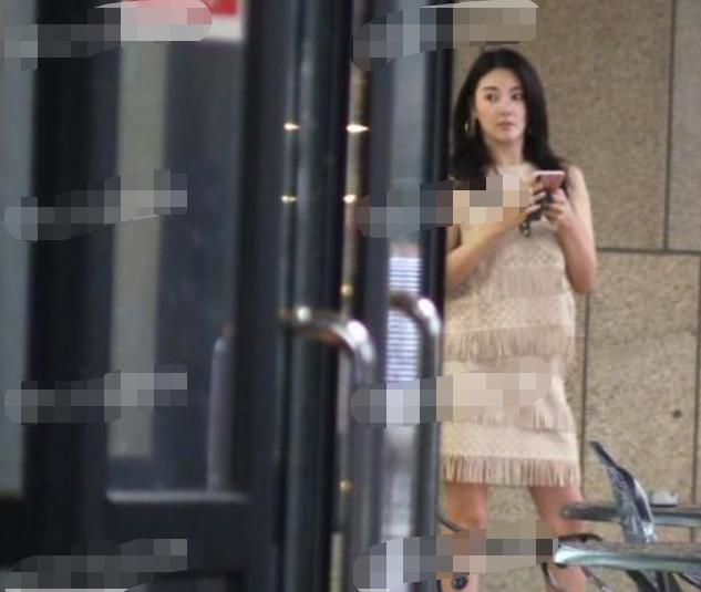 张雨绮抓拍的照片,暴露真实身材,腿一点不细也不长!