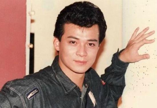 昔日TVB当红一哥,为照顾患病妻子淡出演艺圈,不惜花光积蓄
