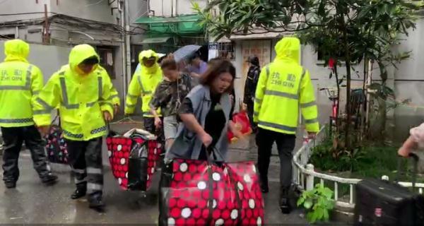 最新丨杭州树园小区第31幢居民进入房屋搬离贵重物品