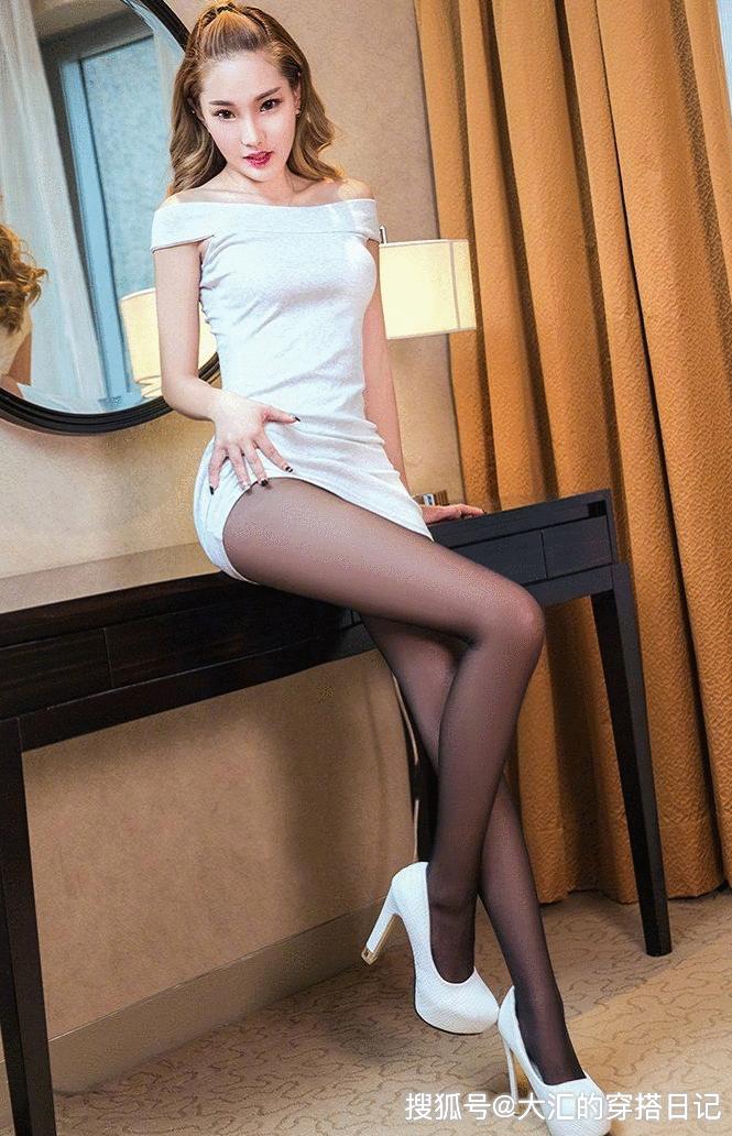 丝袜搭配高跟鞋,它会让美女站姿走姿都富有风韵,袅娜与韵致应运而生