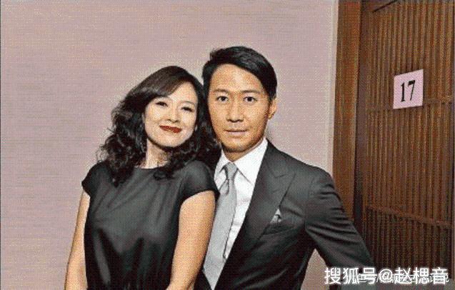 她28岁时嫁给了42岁的天王, 4年榨干丈夫7亿家产, 现胖成球