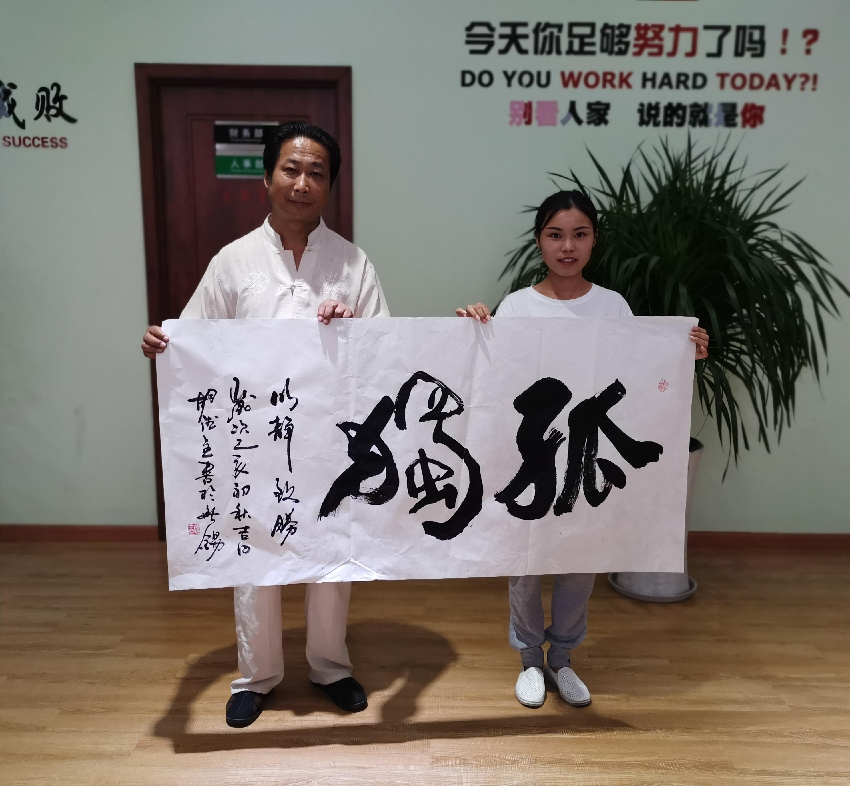 """中国书法美术家协会理事,中国文学艺术家联合协会理事,""""中华少年儿童"""
