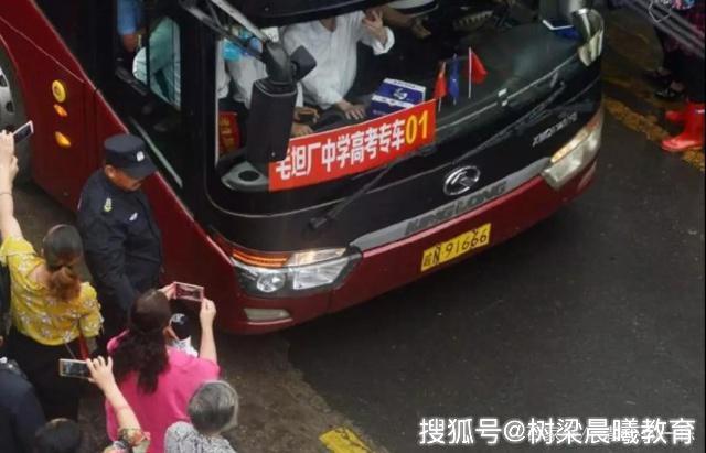 中国父母,都是不同段位的毛坦厂中学陪读