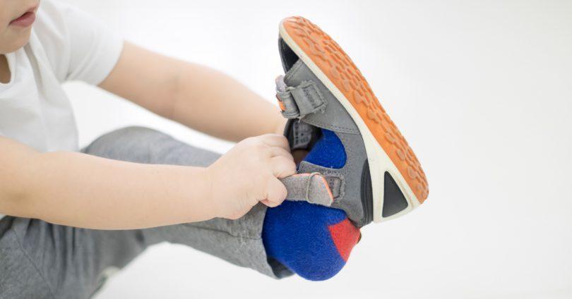 孩子穿衣慢吞吞、前后不分?四重点提升孩子表现