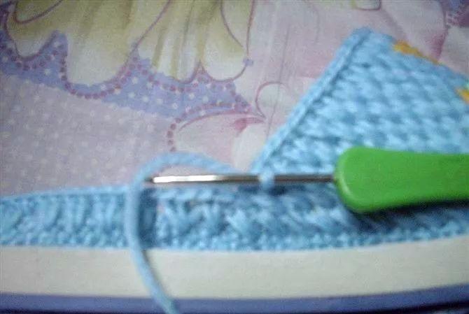 钩针编织的蝴蝶图案的棉拖鞋,教程超级详细