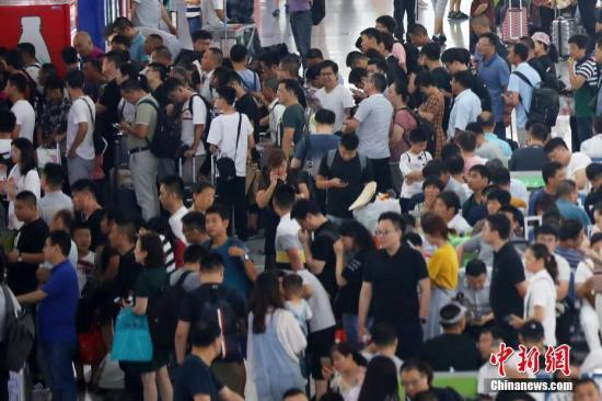 <b>广铁暑运运客首破亿人次 高铁占七成</b>