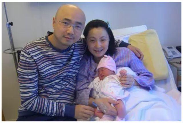 徐峥陶虹结婚16年屡传婚变,带女儿一家三口看电影力破传闻