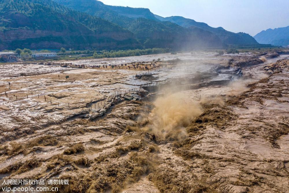 山西临汾:壶口瀑布水量大涨 景观壮美