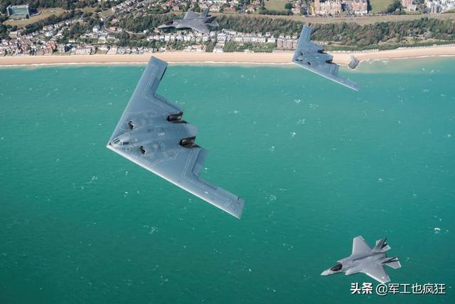 英國F-35B與美國B-2首次合練,旨在加強一體化作戰能力