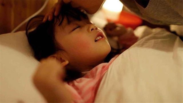 """每天早晨这个点叫醒孩子,难怪孩子是""""矮个子"""",家长别不重视"""