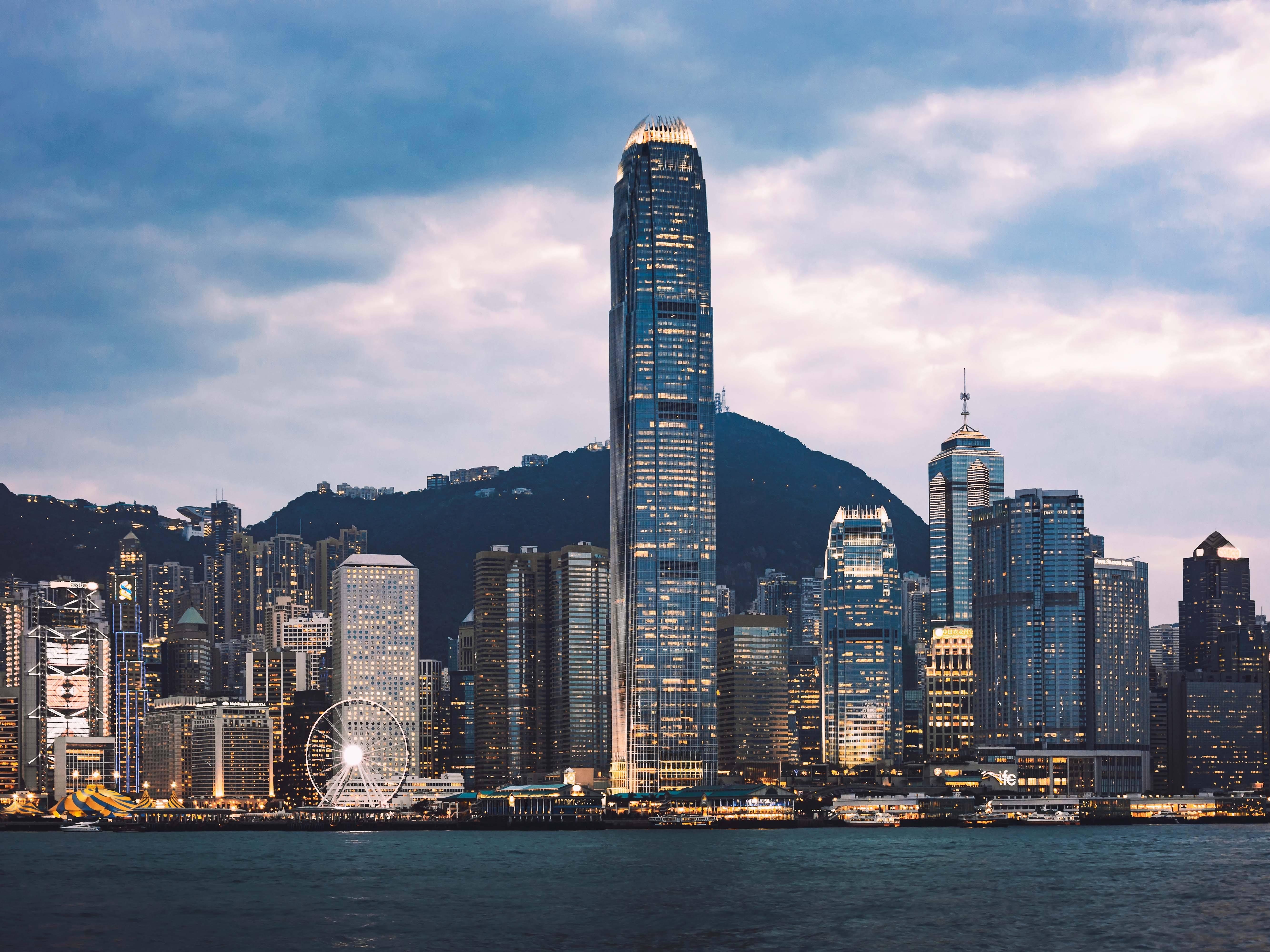 香港经济总量占全球_香港经济地标建筑