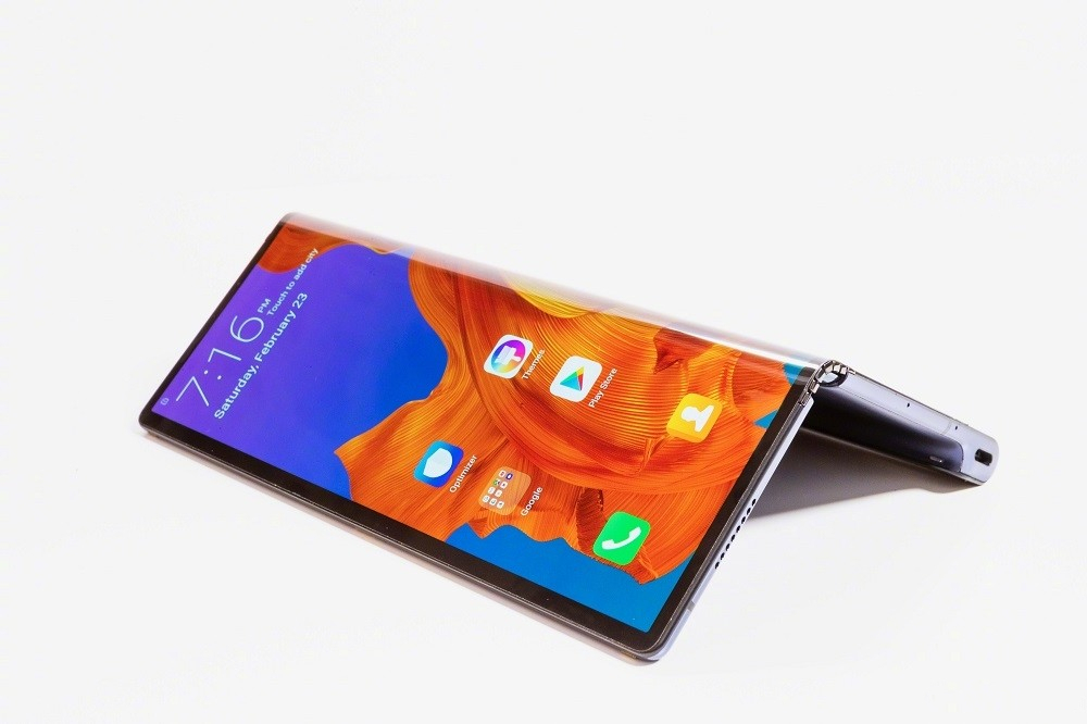 iPhone销量暴跌,为19款可折叠手机留下大量OLED产能