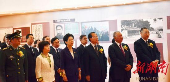 """""""中国出了个毛泽东""""大型图片展在澳门开幕"""