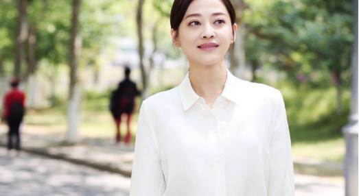 44岁梅婷拍戏素颜照传出,皮肤松弛撞脸倪萍 作者: 来源:猫眼娱乐V