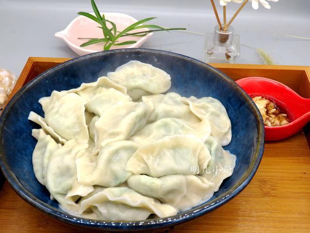 70岁老妈最爱吃这馅饺子,现在正当季,没肉更好吃,很多人不知道
