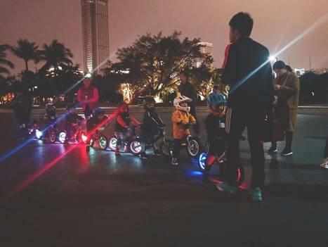 minipy儿童平衡车让你变身夜晚快乐的精灵