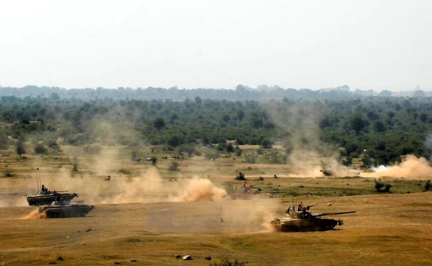 """印军有大动作!要在印巴边境部署首个""""作战群"""""""