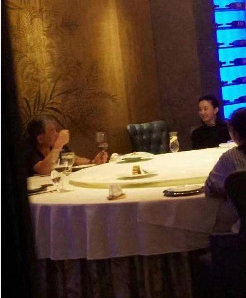 赵丽颖产后正式复出,和导演郑晓龙聚餐有说有笑,承认将合作新戏