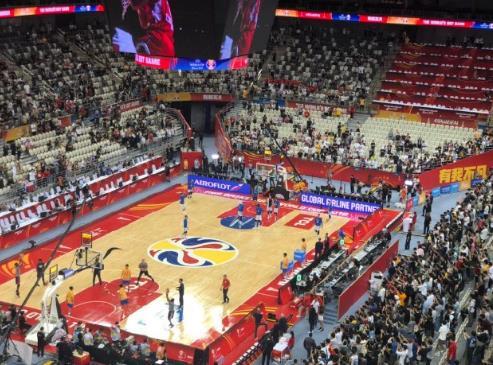 原创12名NBA球员险胜!男篮世界杯美国队短板曝光,谁注意波波维奇举动
