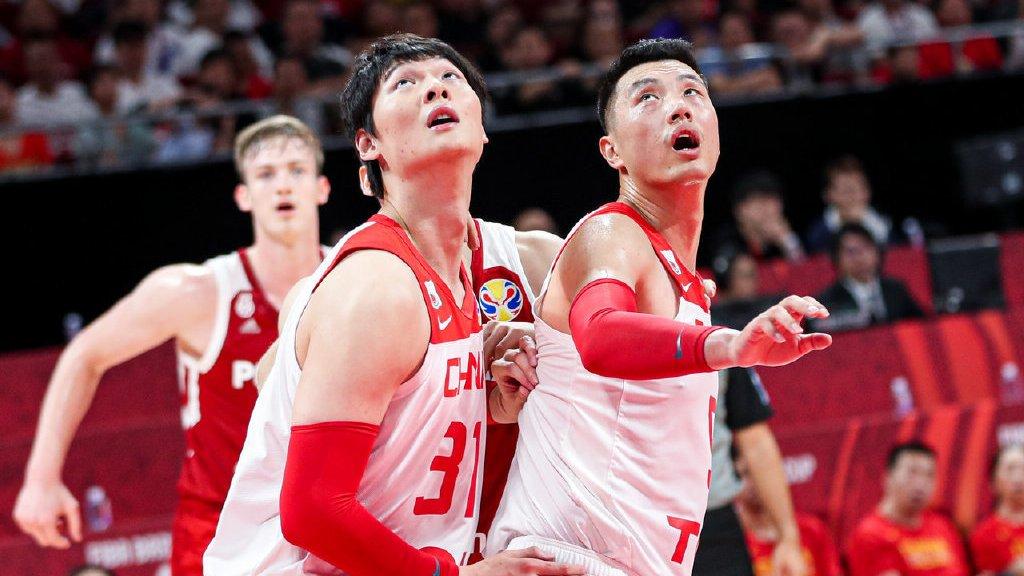 原创            李楠3个关键时刻的愚蠢,把中国男篮的胜利拱手相让!