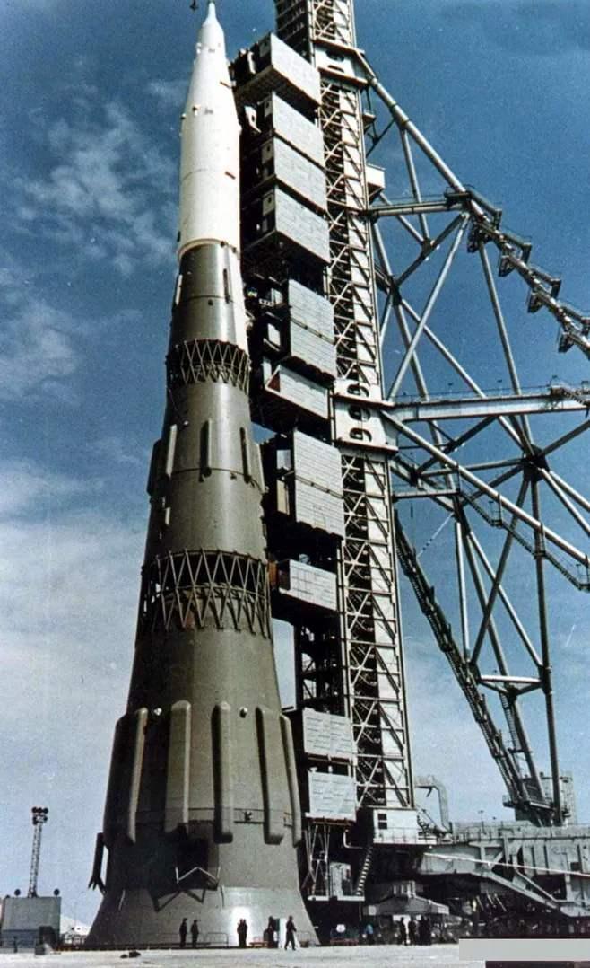 2800吨火箭升空69秒爆炸,44台发动机报废,再次试射现场百人遇难