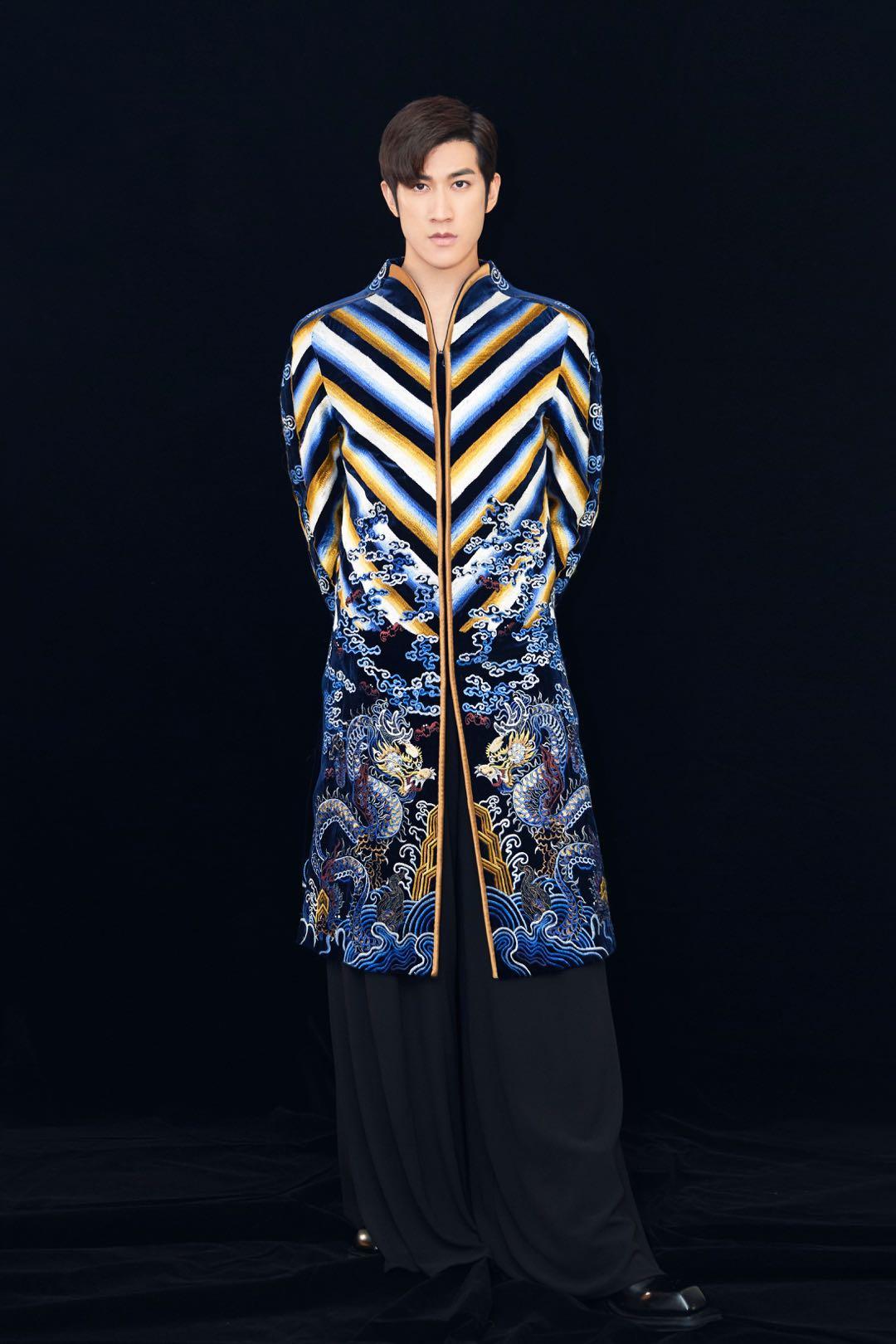 李治廷华歌榜荣获两项大奖 祥云刺绣长衫造型尽显中国风之美