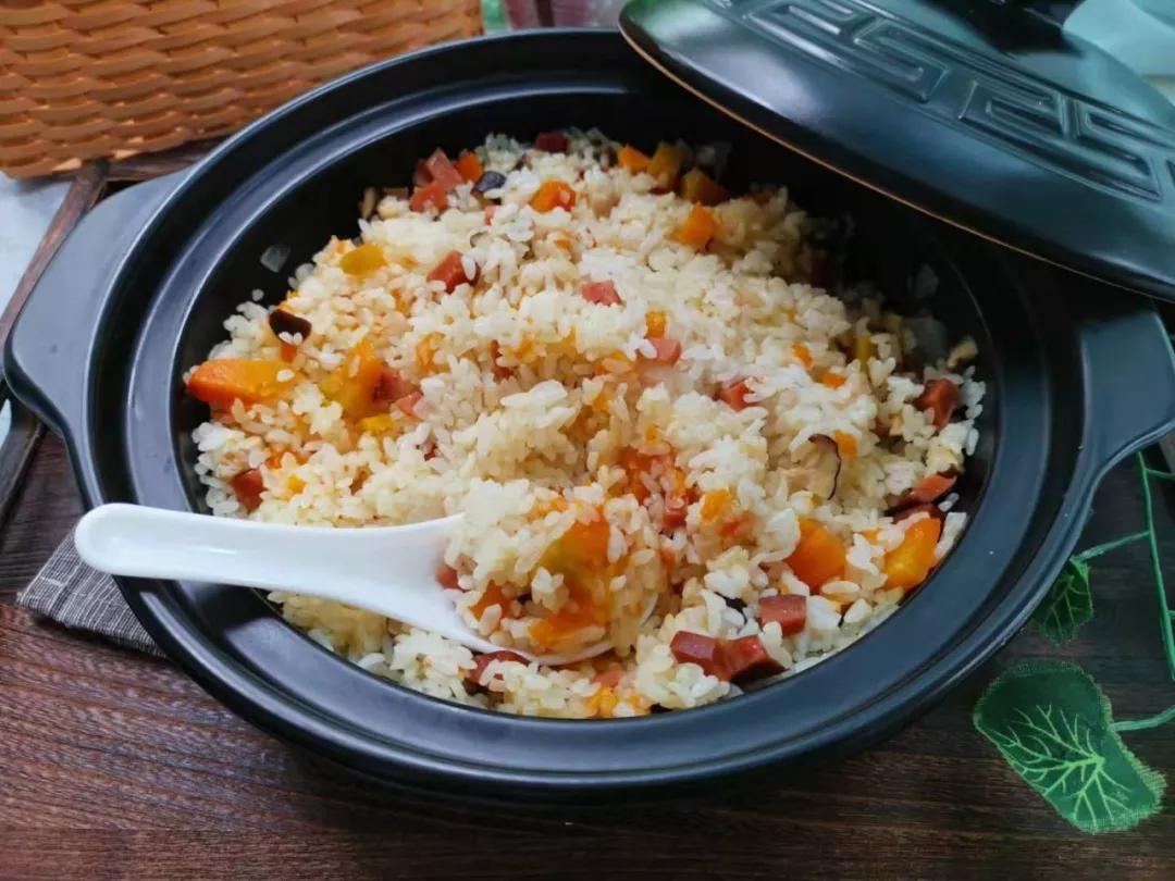 快手主食,锅里焖一焖,15分钟上桌,鲜香味美,连菜也省了。