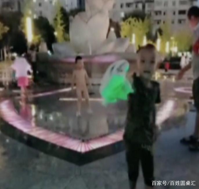 7歲男孩屁眼遭噴泉沖擊,媽媽:沖爛了腸子,不能排便