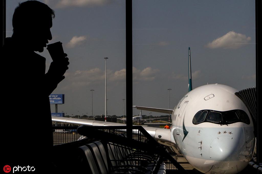 机上氧气瓶遭排气 国泰机组人员停职