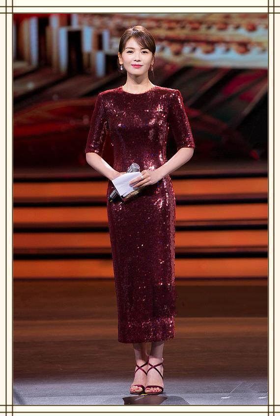刘涛41岁,秦海璐也41岁,二人同台现身,气质差距竟如此之大?