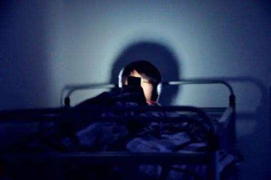 """""""敷最贵的面膜,熬最深的夜""""防止熬夜的最佳方法是什么?"""