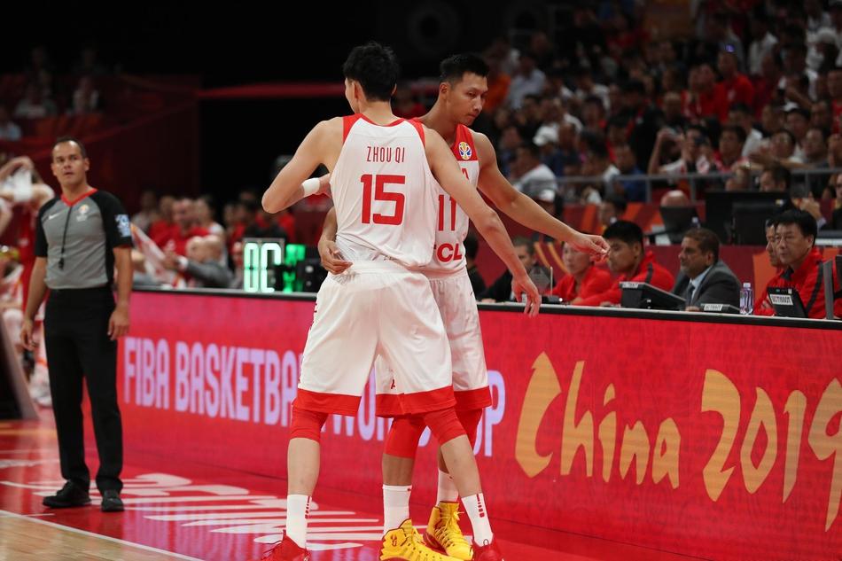 周琦成为众矢之的主帅李楠亦责无旁贷,中国男篮仅有易建联爆发必定走不远