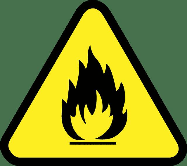 随后,志愿者组织村干部进行实战演习,检查易发生火灾的液化气罐、家用电表安全,实操灭火.