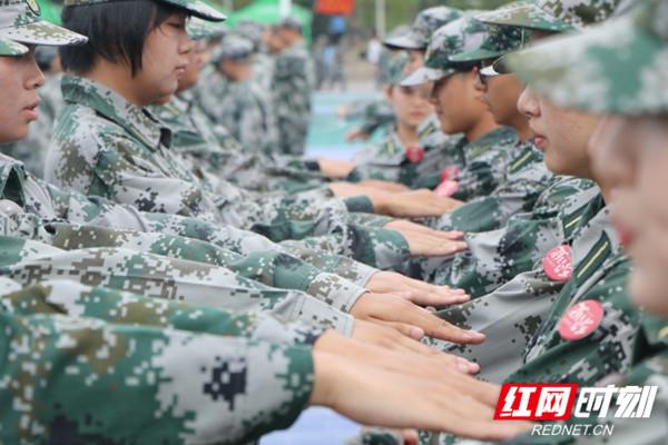 湖南大学新生军训进行时 | 巍巍岳麓 数