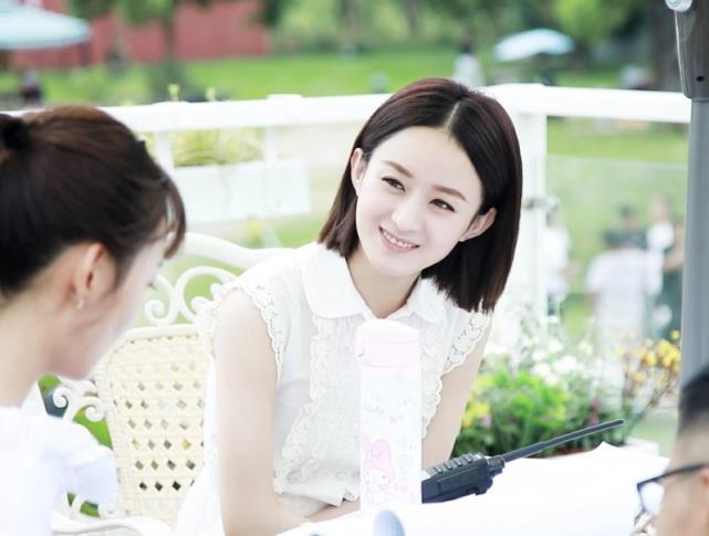 继赵丽颖复出之后,刘诗诗也罕见更博登热搜,两张图片成焦点