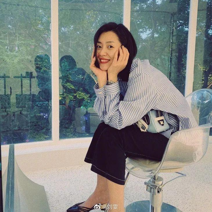 亚洲学生妹撸吧_开学迎新会的最佳穿搭奖,我颁给学生妹刘雯!