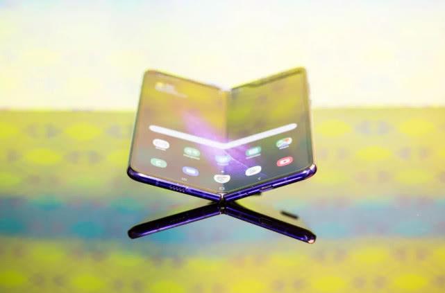 """三星設計第二款折疊手機:6.7英寸屏幕可""""縮成方形"""""""
