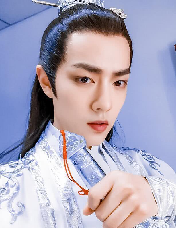 肖战新古装造型曝光,看到他把刘海全都绑起来,网友:一图片
