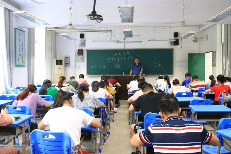 """当好""""先生""""先做学生  湘机中学组织教师业务能力考试"""